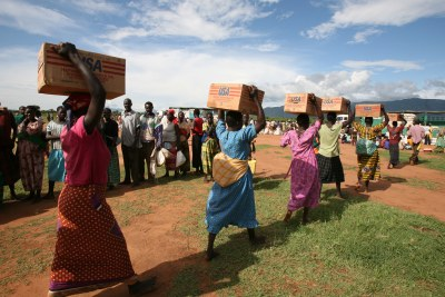 Women carrying cartons of oil to the distribution site at Oromi IDP camp, Kitgum District, northern Uganda, 18 May 2007.