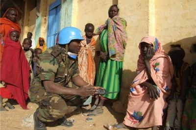 A UN peacekeeper talks to locals in Darfur (file photo).