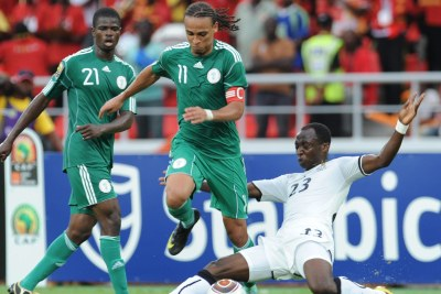 Peter Odemwingie of Nigeria and Haminu Dramani of Ghana (file photo).