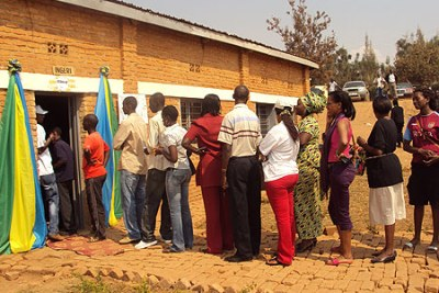 Standing in line to vote (file photo).