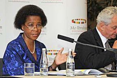 Ibrahim Foundation board member Mamphela Ramphele and index advisor Daniel Kaufmann at the launch of the report.
