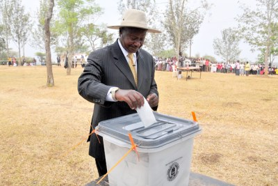 President Yoweri Museveni voting (file photo).