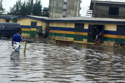 Major roads in Lagos flooded as result of heavy rain downpour.