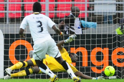 Asamoah Gyan, in white, failed to score off a penalty at the 2012 Africa Cup of Nations, when Zambian goalkeeper Kennedy Mweene predicted its direction and tipped it out of the goal mouth.