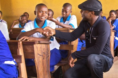 Aloe Blacc meets school children in Ghana, everyone had been affected by malaria.