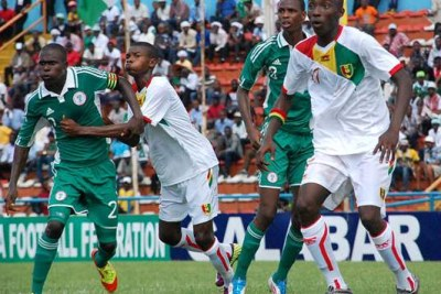 Nigeria's Golden Eaglets  and Mali in action (file photo)