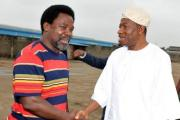 Prophet T.B. Joshua welcoming President Jonathan during a condolence visit to the Synagogue Church in Lagos today.