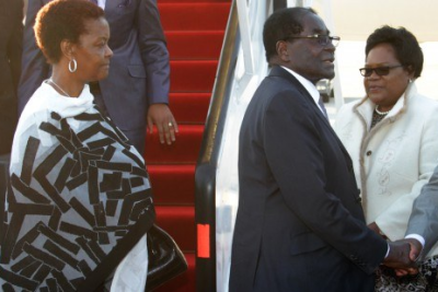 President Robert Mugabe and his wife lands at Harare International Airport (file photo).