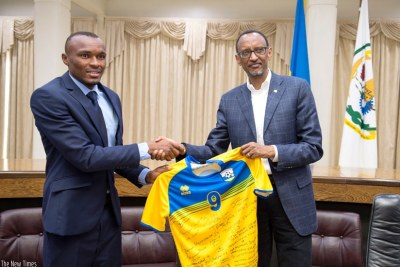 President Kagame receives a replica of the national jersey from Amavubi skipper Jacques Tuyisenge at Village Urugwiro in Kigali.