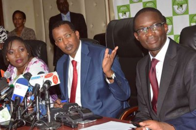 Independent Electoral and Boundaries Commission Chairman Issack Hassan (centre), Chief Executive Officer Ezra Chiloba (right) and Vice Chairperson Lilian Mahiri.