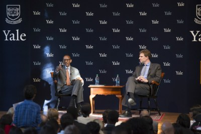 President Kagame interacts with Yale University students.