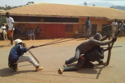 Protesters use catapult against police in Bamenda