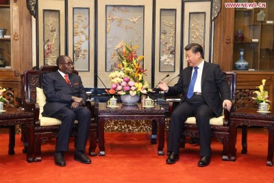 Chinese President Xi Jinping (R) meets with his Zimbabwean counterpart, Robert Gabriel Mugabe, in Beijing, capital of China.