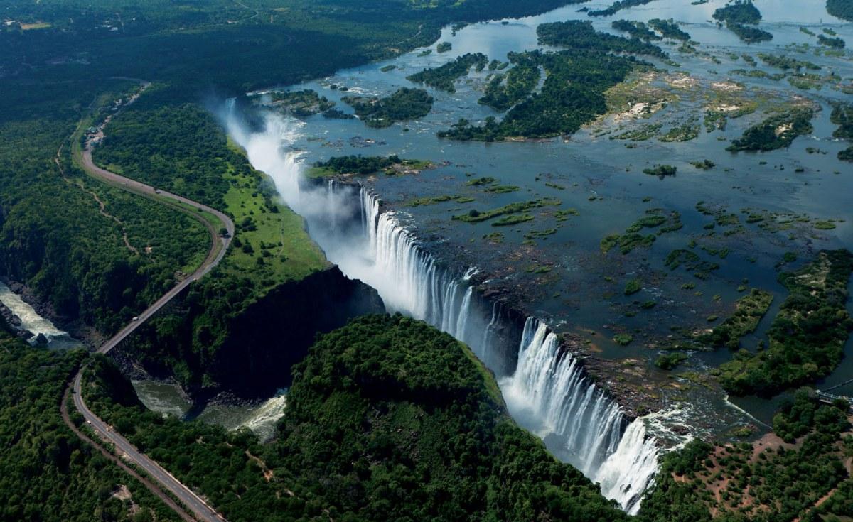 Zimbabwe: Victoria Falls Charms U.S. Comedian Steve Harvey, Wife
