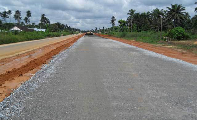 nigerian roads economic problems 1 2objective of the study this work is built bon collaring the route jobs being faced in nigeria and it's impact to the economic system of the state.
