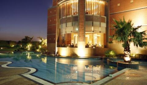 Find Contemporary Accommodation @ Radisson Blu Hotel Noida